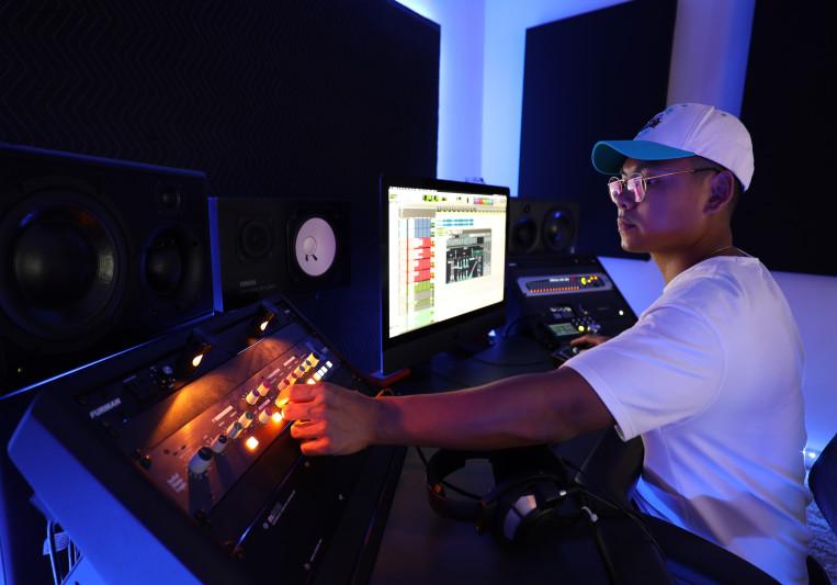 MaddMix on SoundBetter