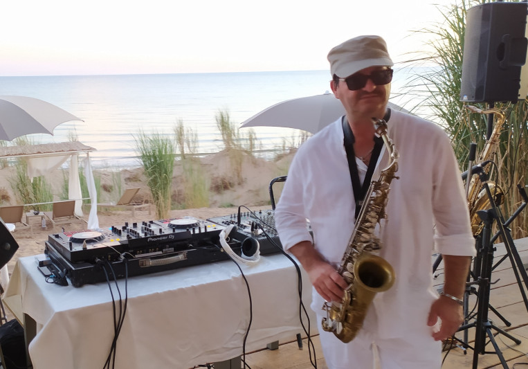 Daniel Sax on SoundBetter
