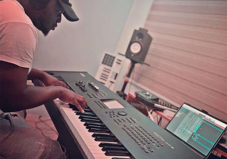 JULIUS DPLUS on SoundBetter