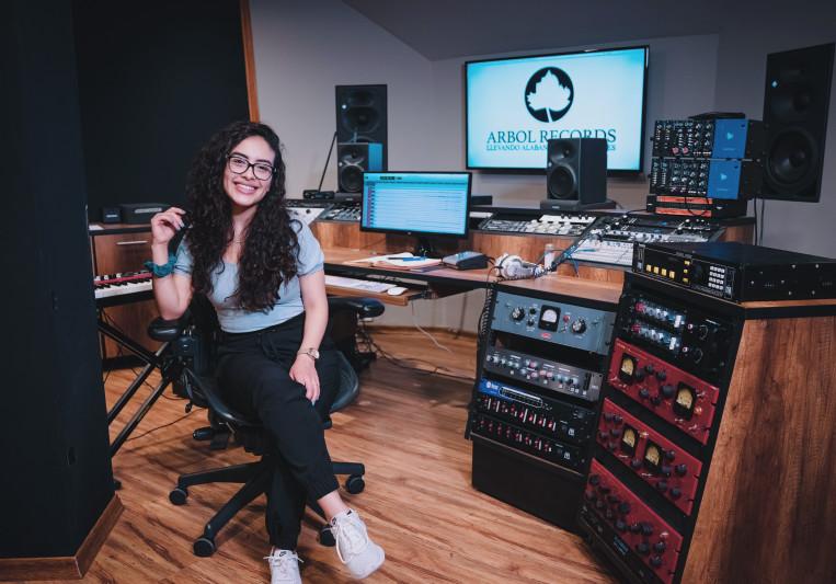 Dayanna from ItuneU on SoundBetter