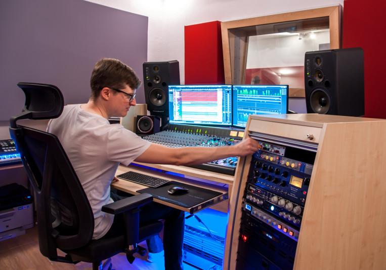 DLA Studios on SoundBetter
