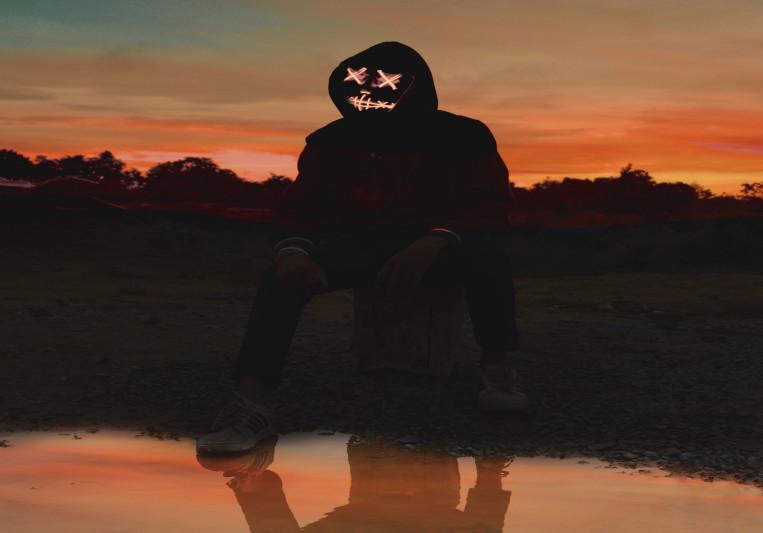 red mask on SoundBetter