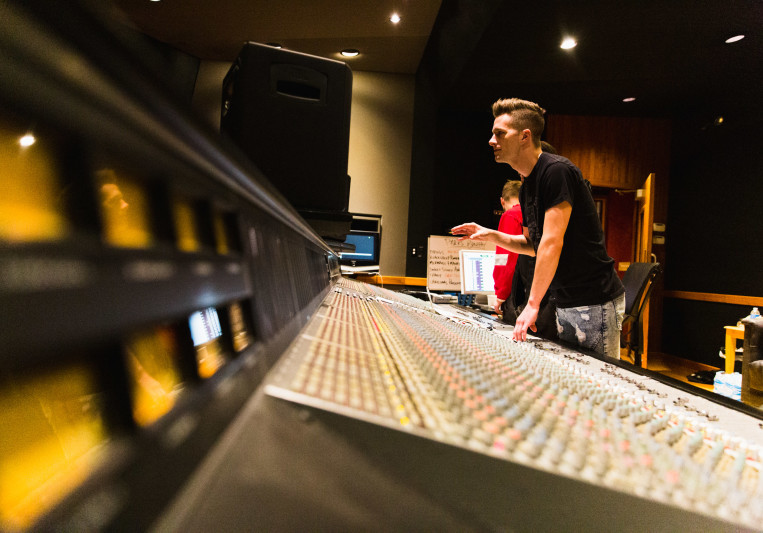 Lukas Bracewell on SoundBetter