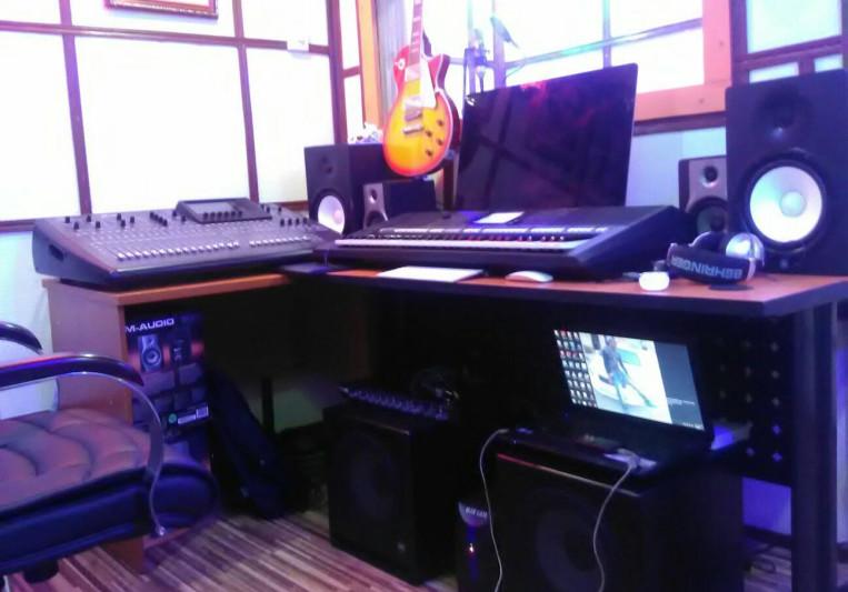 SmoothSam on SoundBetter