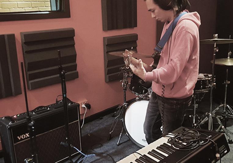 Bedroom Guitarist on SoundBetter