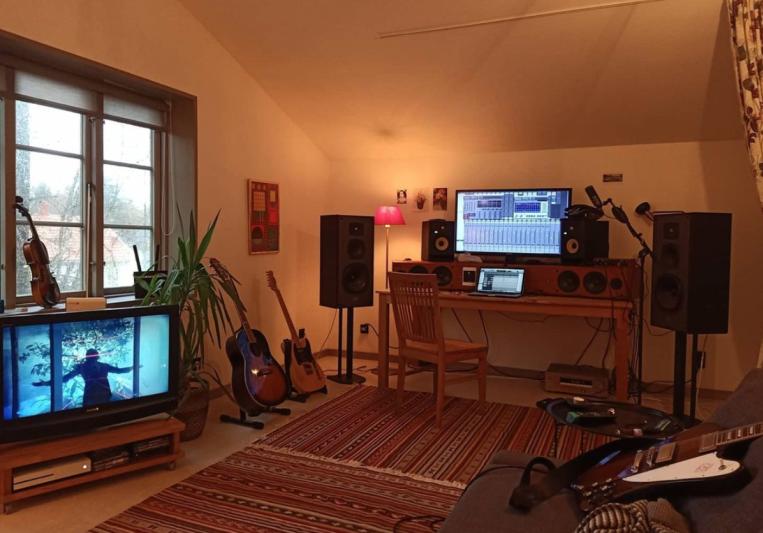 Giles Stocks on SoundBetter