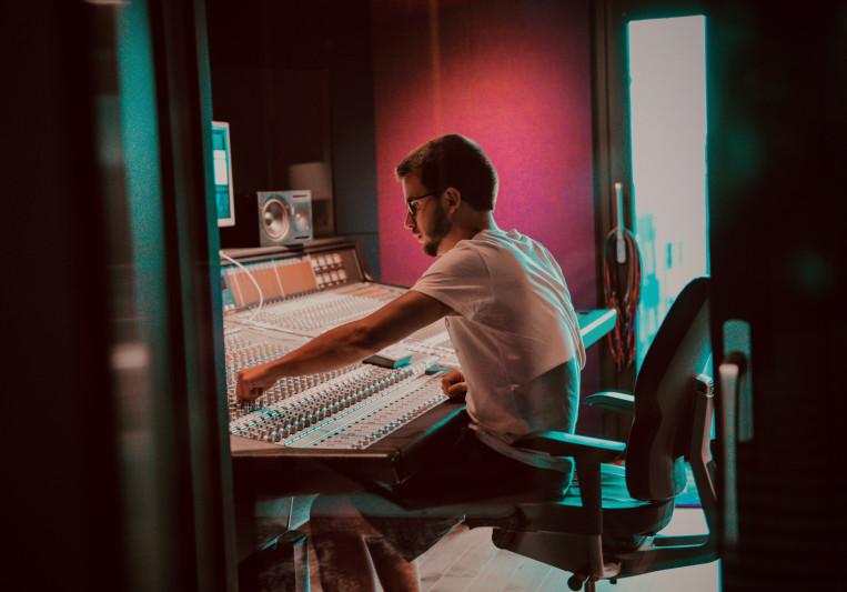 Bob Varo on SoundBetter
