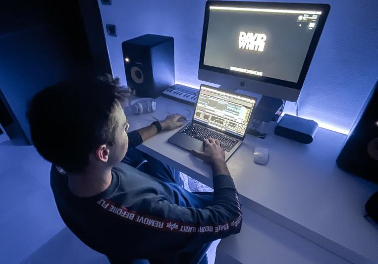 DAVID WHITE on SoundBetter