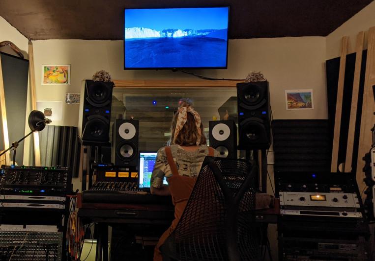 ELLE. on SoundBetter