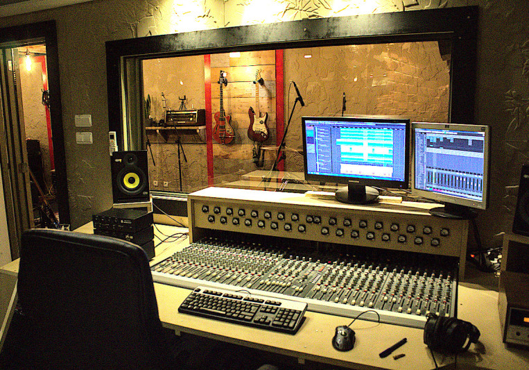 Bang Buck Studios on SoundBetter