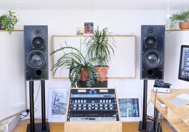 Middle Mastering on SoundBetter