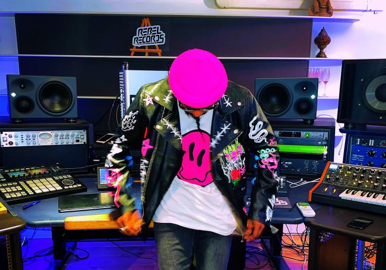 MR PINK on SoundBetter