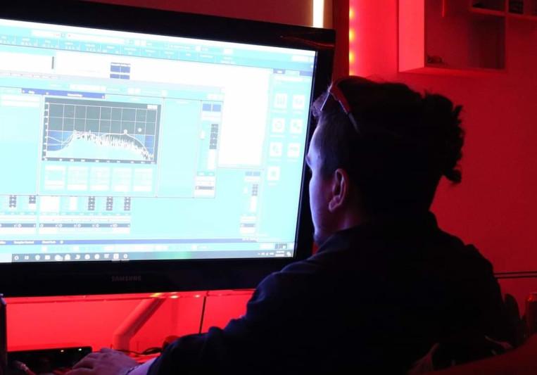 Jesse Drake Music/Studio 5.1.6 on SoundBetter