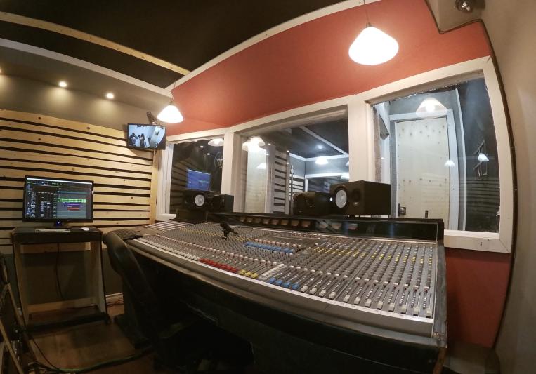 Professional Recording Studio on SoundBetter