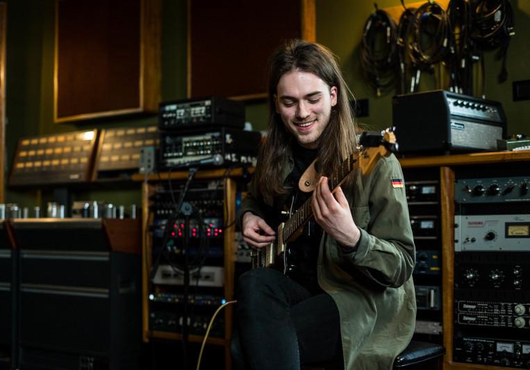 Huw Edwards on SoundBetter
