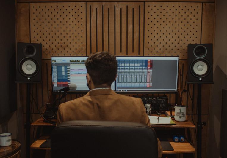 Alejandro González on SoundBetter