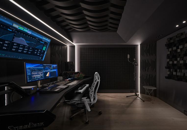 Yi music studio on SoundBetter