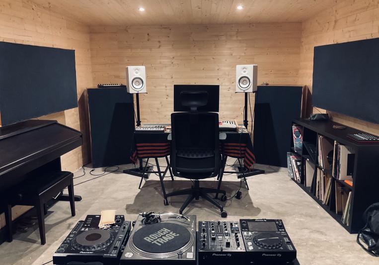 Willow Six Studio on SoundBetter