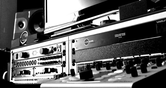 Photo of Mixing Engineer Drew White | Dyna-Vibe Recording