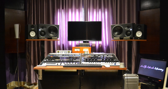Photo of Caja Morada Mastering