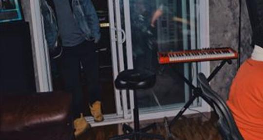 Photo of Devn Lnell