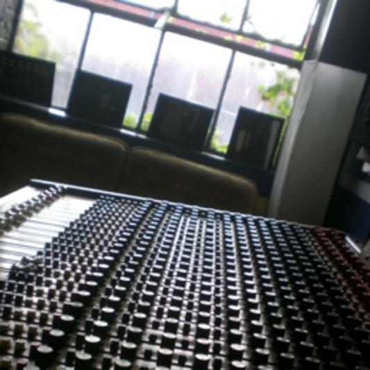 SIDE TWO STUDIO on SoundBetter
