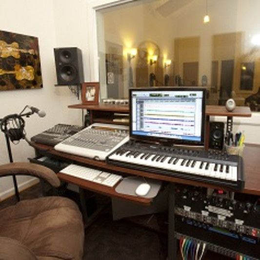 Los Senderos Studio on SoundBetter