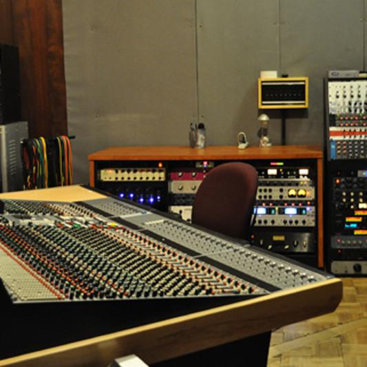 Studio SQ on SoundBetter