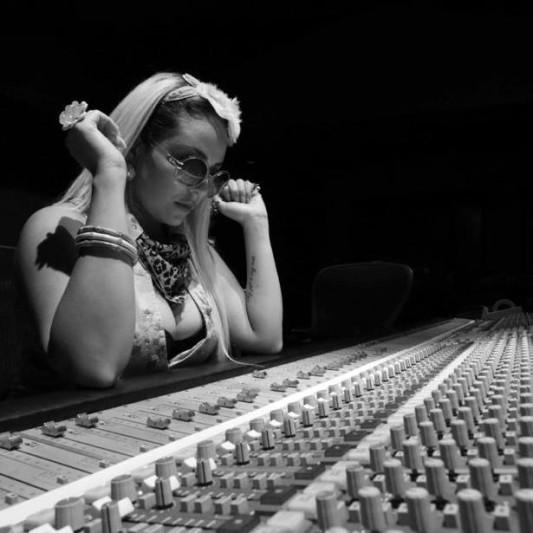Anjuli on SoundBetter