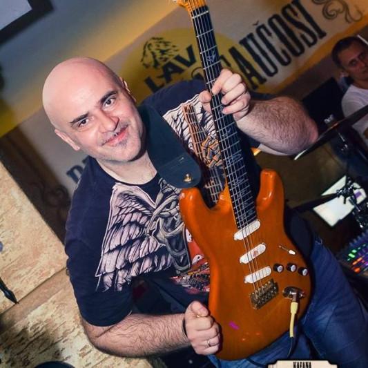 Buca Gitarista on SoundBetter