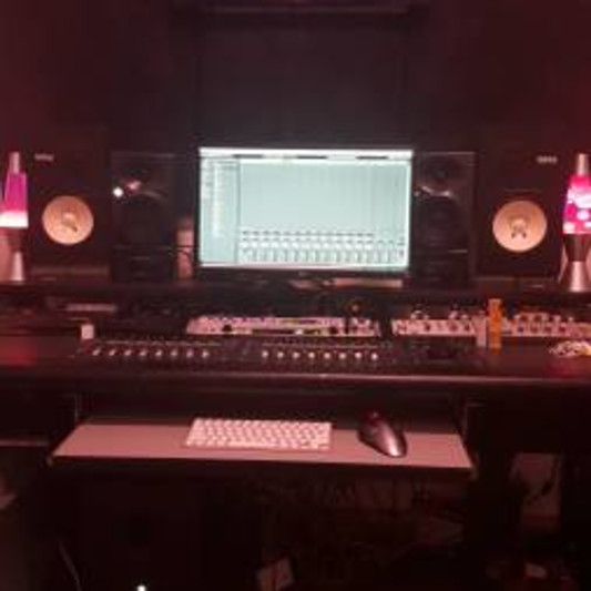 Red Autmn Studios on SoundBetter