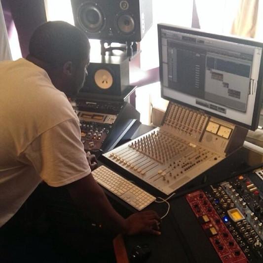 DeRon M on SoundBetter