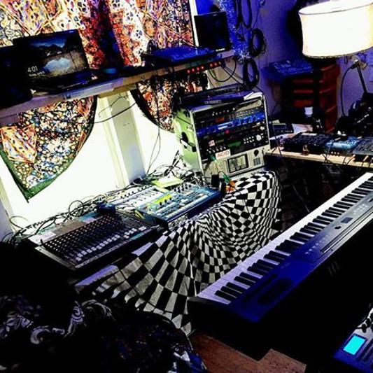W210 LABS on SoundBetter