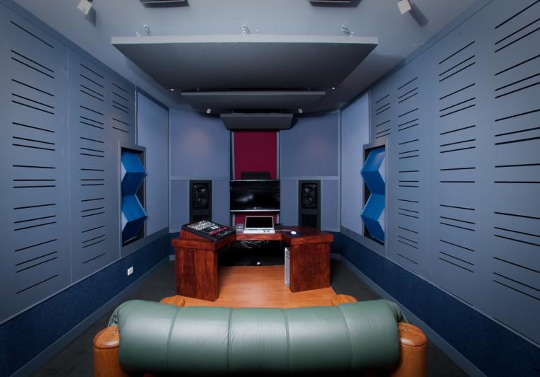 DJ Warehouse on SoundBetter