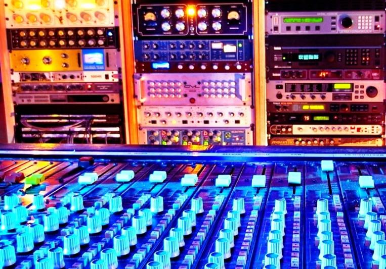 Creativeblue_studios on SoundBetter