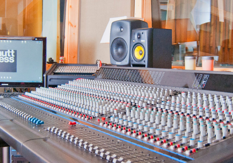 Muttness Recording Studios on SoundBetter