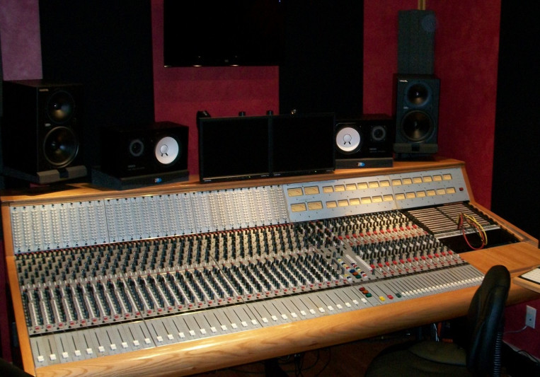 Wolf Den Studios on SoundBetter
