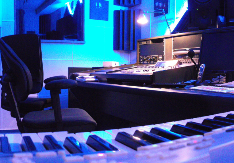 BLUE MOON Tonstudio on SoundBetter