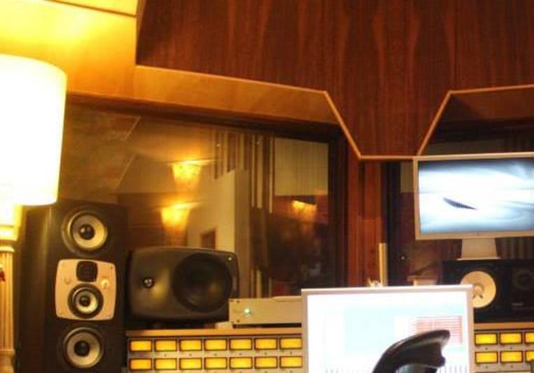 Vinny Castro on SoundBetter