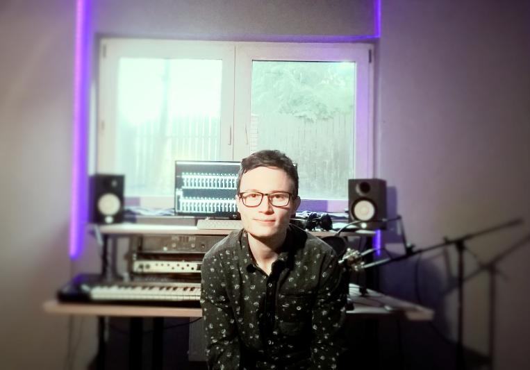 Yellow Mooncloud Studio on SoundBetter
