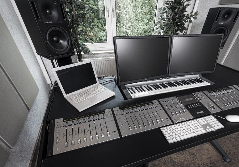 Melodyparc Studio on SoundBetter