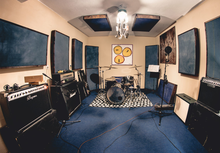 Riotone Studios on SoundBetter