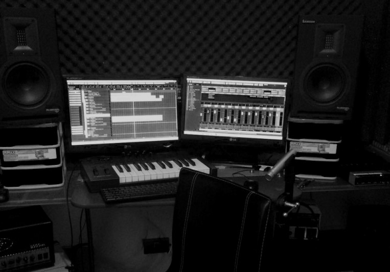 SinRostro Home Studio on SoundBetter