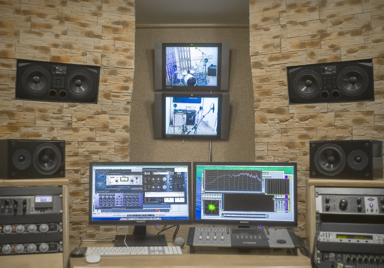 Blomberg Studio on SoundBetter