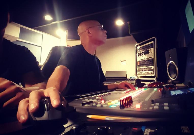 Dennis Mitchell on SoundBetter