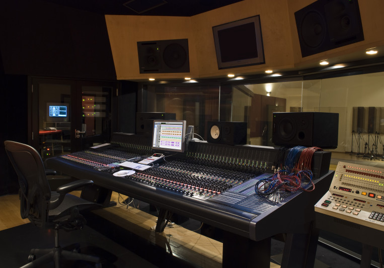 Santito Studio on SoundBetter