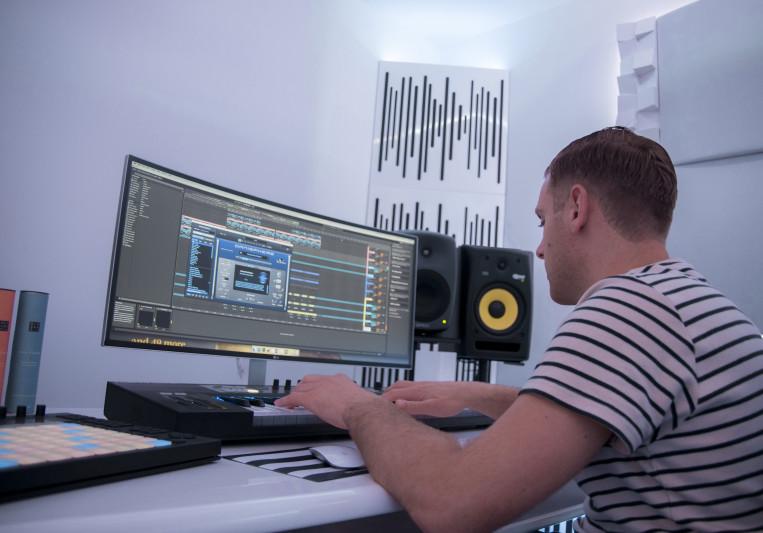 Raymond van Mook on SoundBetter