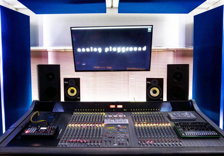 The Analog Playground on SoundBetter