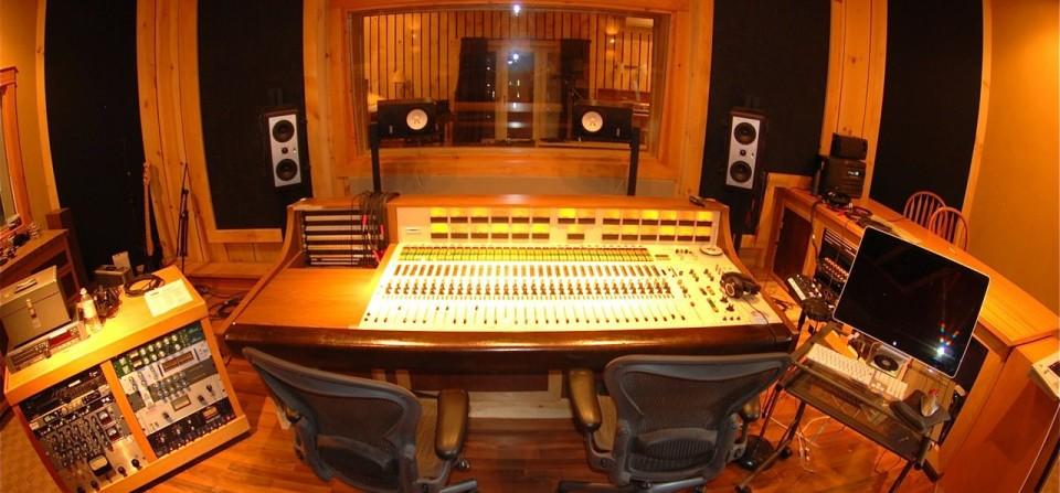Control-room-ryan-960x447