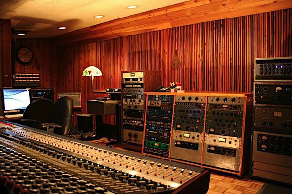 Control_room_a